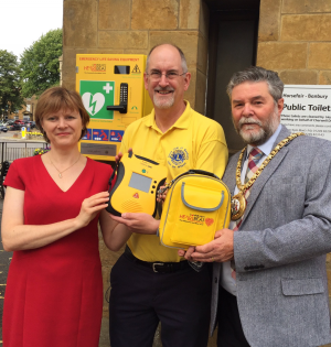 Defib 2: unveiled 18th July 2017, with Banbury mayor and Spratt Endicott staff, who raised money for our cause